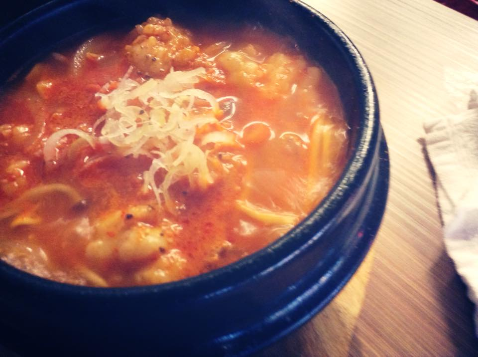 ランチで人気のピリ辛ホルモン鍋