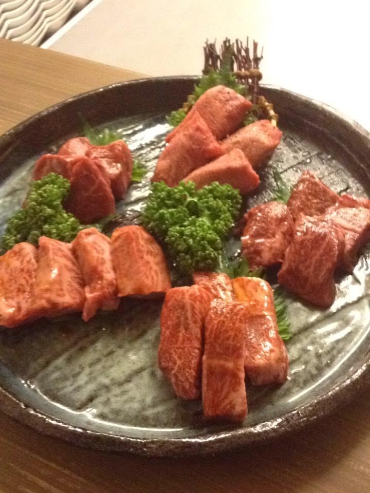 こちらは厚切りタン 特上カルビ ヒレ肉 上ロース  和牛ハラミの盛り合わせ